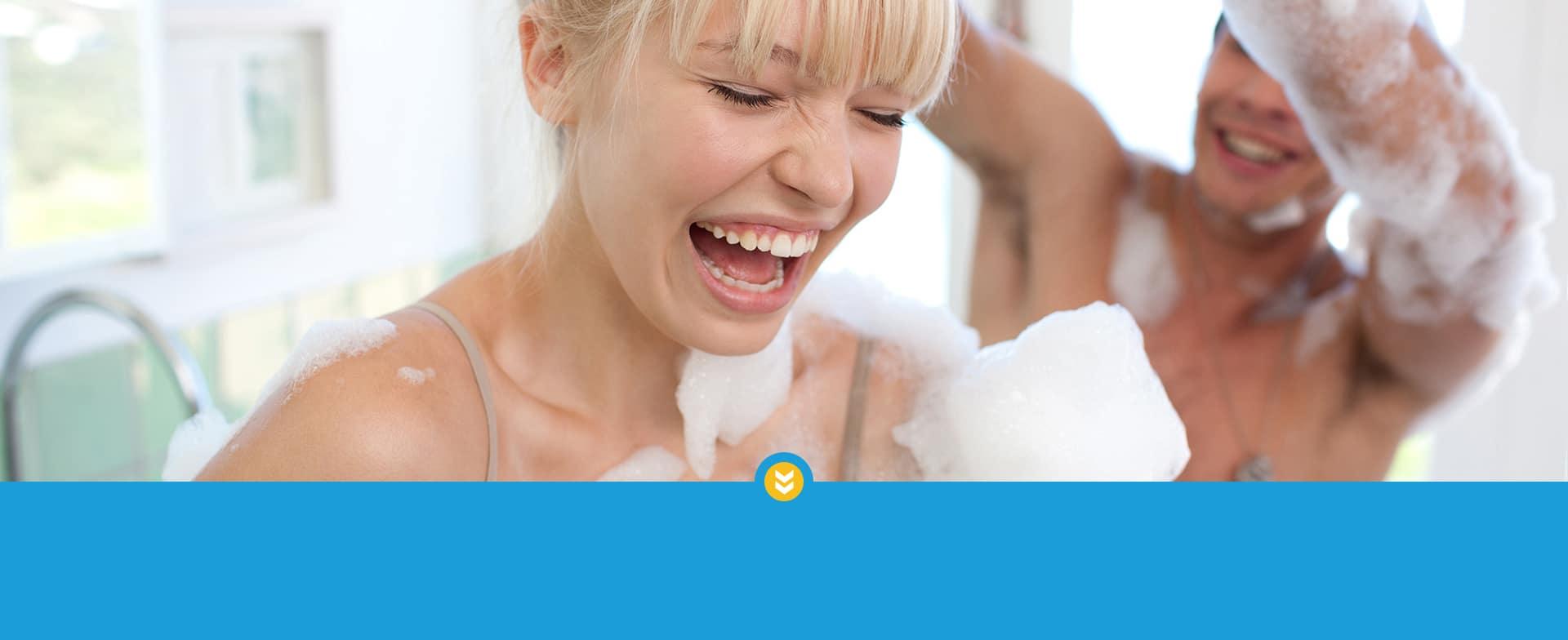 Bild: Pärchen in einer Badewanne
